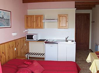 gite dr me proven ale studio quip avec kitchenette. Black Bedroom Furniture Sets. Home Design Ideas